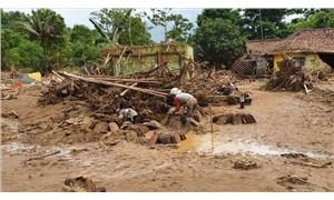 Endonezya'da sel: Ölü sayısı 16'ya yükseldi