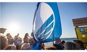 Çeşme Ilıca Halk Plajı'na 'mavi bayrak' çekildi