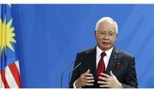 Eski Malezya Başbakanı, yargılandığı yolsuzluk davasında suçlu bulundu
