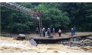 Trabzon'da yağış nedeniyle yolda mahsur kalan 21 kişi kurtarıldı