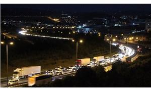 Tatilcilerin dönüş yolculuğu: TEM'de trafik yoğunluğu