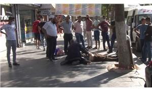 Fenalaşarak yere yığılan adama korona korkusundan kimse yaklaşmadı