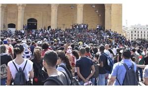 Lübnanlılar, Beyrut'ta yetkilileri protesto etti: 4 yaralı