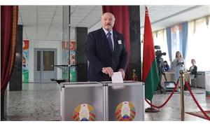 Belarus'ta sandık çıkış anketi sonuçları belli oldu: Çeyrek asırdır ülkeyi yöneten Lukaşenko büyük farkla önde