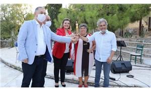 UKKSA, Yaşam Boyu Onur Ödülü'nü, Türkiye Kadın Dernekleri Federasyonu Başkanı'na verdi