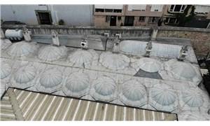 472 yıllık tarihi Üsküdar Mihrimah Sultan Camii'ne monte edilen klimalar, gelen tepkilerin ardından kaldırıldı