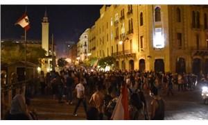 Beyrut'ta öfke büyüyor: Hükümetin istifa haberinden sonra parlamento binasına yürüyüş başladı