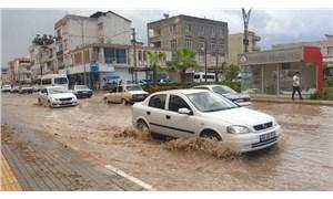 Osmaniye'de sağanak yağış: Ağaçlar devrildi, bir evin çatısı uçtu