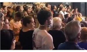 İzmir'de düzenlenen düğünde sadece 1 kişi maske taktı