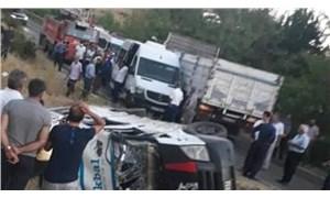 Tarım işçilerinin taşındığı minibüsle kamyonet çarpıştı: 2'si ağır 12 yaralı