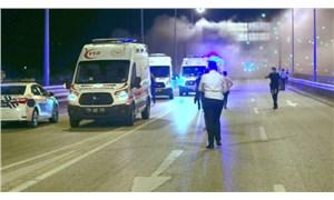 Sıkıştırılan ambulans şarampole yuvarlanarak yandı