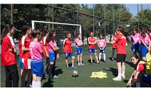 Kadınlar bal gibi futbol oynuyor