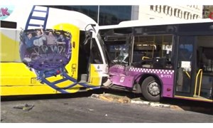İstanbul'da tramvay ile halk otobüsü çarpıştı