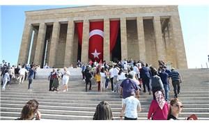 Atatürk'ün posterlerini içeri almayan Anıtkabir görevlileri hakkında suç duyurusu