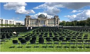 Almanya'da mülteciler için eylem: Parlamento önüne 13 bin boş sandalye dizildi