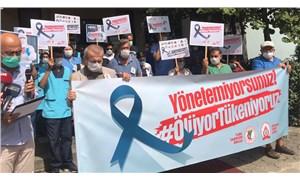 TTB'nin çağrısıyla bir araya gelen sağlık çalışanları:'Yönetemiyorsunuz! Ölüyoruz, tükeniyoruz!'