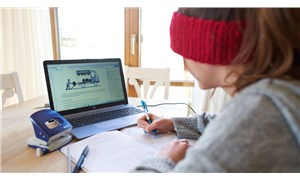 Almanya'da uzaktan eğitim: 800 bin öğretmene dizüstü bilgisayar, öğrencilere sınırsız internet