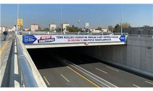 Mansur Yavaş, köprülü kavşakların maliyetini pankartlarla duyurdu