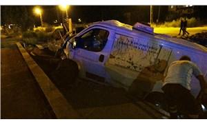 Filyasyon ekibinin taşındığı minibüs bekçi kulübesine çarptı: 3 yaralı