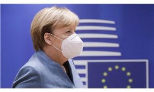 Merkel halka seslendi: Mümkün olduğunca evde kalın