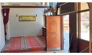Bir restorasyon felaketi daha: 700 yıllık tarihi camiye kebapçı kapısı