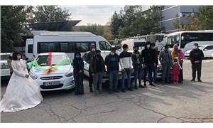 Düğün konvoyu gibi süslenen 3 araçtan 16 göçmen çıktı
