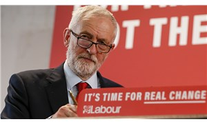 İşçi Partisi'nin eski lideri Corbyn'nin parti üyeliği 'antisemitizm raporunun' ardından askıya alındı