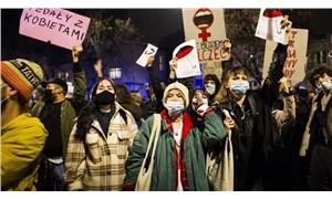 Kürtaj yasağına karşı  kadınlar 'grev'de