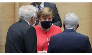 Merkel: Salgına karşı doğru bilgi, demokrasi ve insan yaşamı için önemli