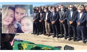 İzmir depreminde yaşamını yitiren Nuri Seha Yüksel'in eşi ve iki çocuğu toprağa verildi