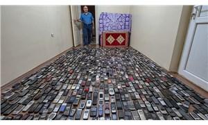 20 yılda bin cep telefonu biriktirdi
