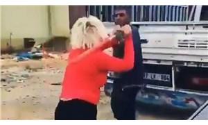 Köpeklerin mamalarını çalan adamı beyzbol sopasıyla dövdü