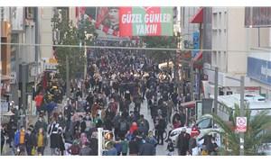 Vakaların arttığı İzmir'de hafta sonu kalabalığı
