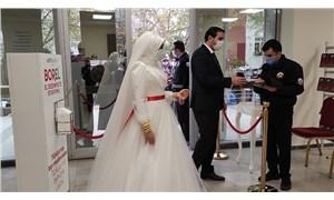 Nikah salonlarında 'sokağa çıkma yasağı' yoğunluğu