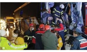 Anadolu Otoyolu'nda yolcu otobüsü kamyona çarptı: 16 yaralı