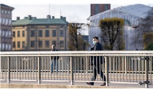 'Sürü bağışıklığı' stratejisi başarısız olan İsveç'te koronavirüse karşı tedbirler alındı
