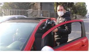 Aracını bağlatmamak için cam filmini elleriyle söktü