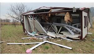 Manisa'da fırtına konteyner evi uçurdu: 2 yaralı