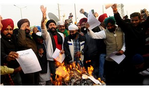 Hindistan'da çiftçiler Lohri Festivalini kutladı