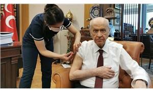 Devlet Bahçeli, hastaneye gitmeden makamında koronavirüs aşısı yaptırdı