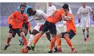 Başakşehir-Sivasspor maçı berabere bitti: Karşılaşma 3 kez durdu