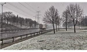 İstanbul ve İzmir'de kar yağışı etkili oluyor