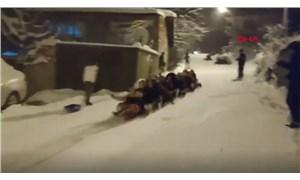 Bursa'da kadınlar karda kayarak eğlendi