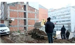 Kurtuluş'ta istinat duvarı çöktü, bölgede doğalgaz arızası çıktı