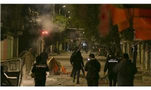 Tunuslu gençler yoksulluğa karşı sokakta
