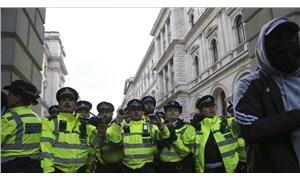 İngiltere'de 400 kişilik düğüne polis baskını