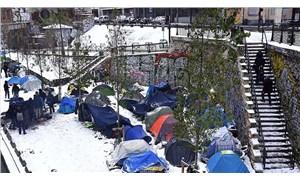 Paris'te okula sığınan göçmenler sığınma yerlerine tahliye edildi