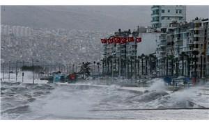 İzmir için fırtına uyarısı: 'Vakum etkisi olacak, sahil bandına yakın yerlerde bulunmayın'
