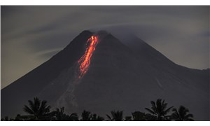 Merapi Yanardağı'nda 24 saatte 52 patlama