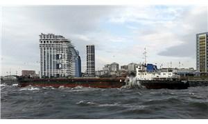 Kargo gemisi, Zeytinburnu'nda karaya oturdu